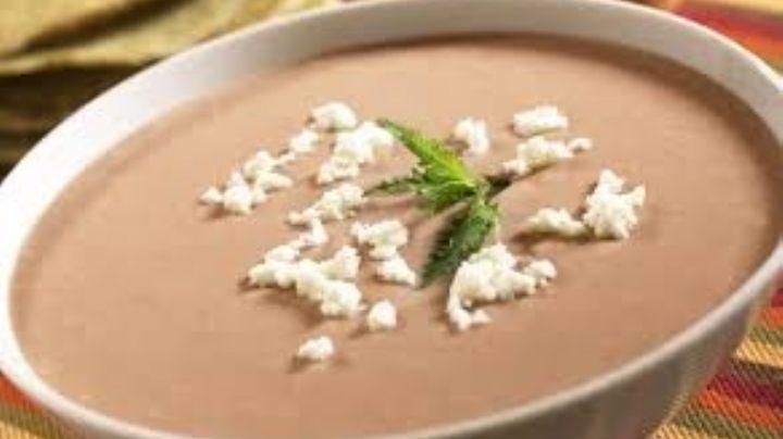 ¡Delicioso! Prepara esta rica crema de frijol con tan solo 5 ingredientes