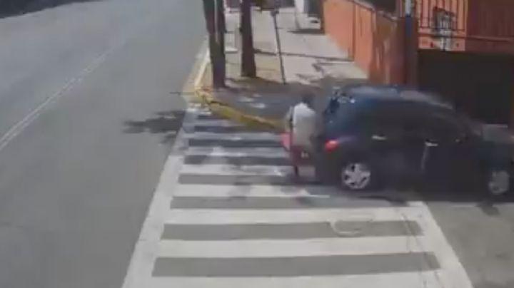 VIDEO: ¡Injusticia! Atropellan a abuelita y la dejan tirada en el asfalto; el responsable huyó