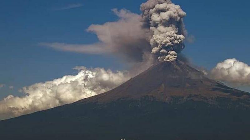 Volcán Popocatépetl aumenta actividad y registra 71 exhalaciones con caída de ceniza