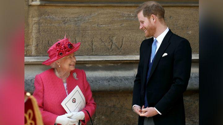 Tras golpe a la Reina Isabel II: Príncipe Harry se olvida del drama y disfruta de un día de playa