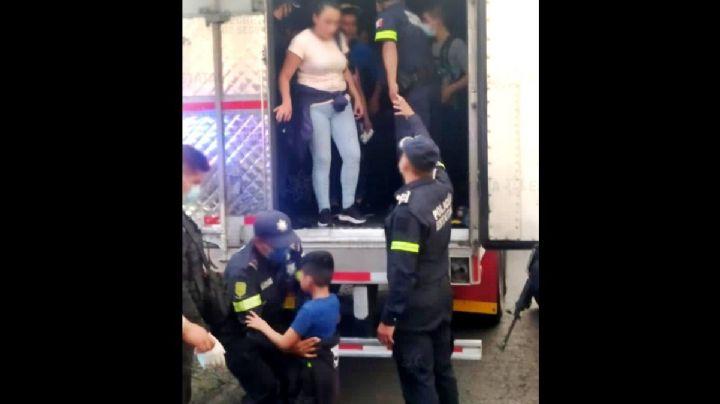 Viajaban dentro de una caja de tráiler: Rescatan a 47 migrantes en el Estado de México