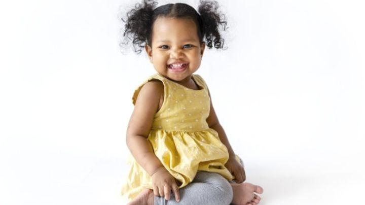 Haz que se vea fabulosa con estas ideas de peinados para bebés con cabello corto