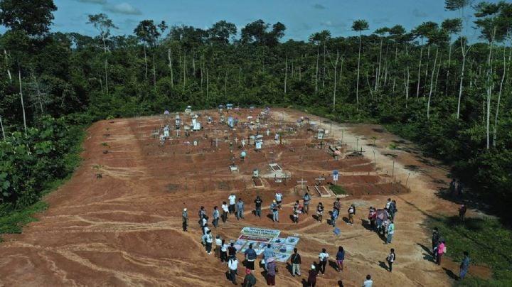 Gobierno de Perú sepulta a víctimas de Covid-19 en fosa clandestina sin permiso de sus familias