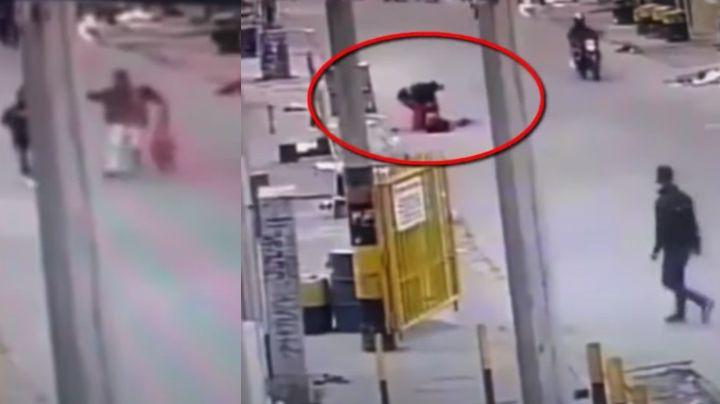 FUERTE VIDEO: A sangre fría, sicarios acribillan a mujer en plena calle y le roban antes de morir