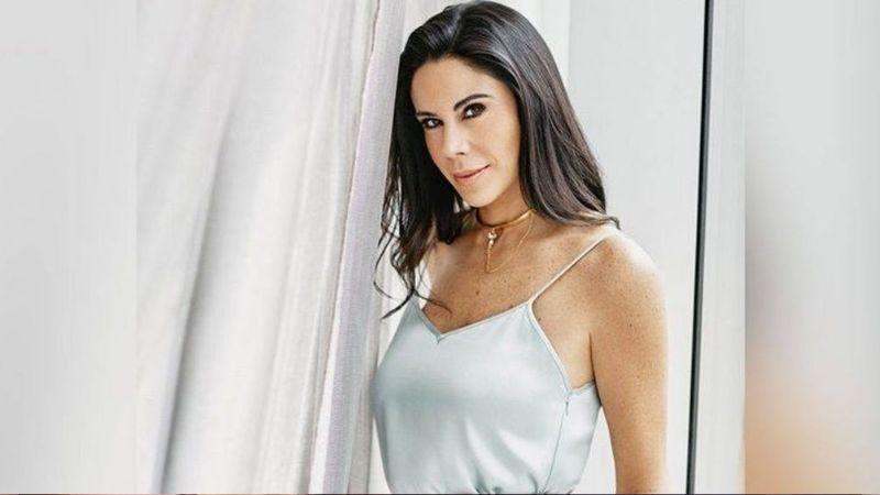 Paola Rojas luce seductora faldita en Televisa a sus 44 años y roba el aliento a todo Instagram