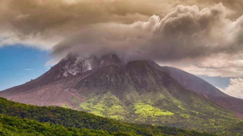 A un día de haber erupcionado, volcán La Soufriere en San Vicente registra su primer muerto