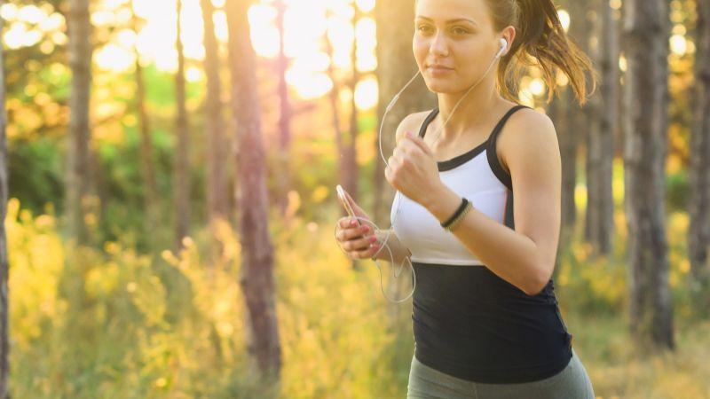 ¿Sin tiempo para el GYM? Estos ejercicios fáciles te ayudarán a ponerte en forma rápidamente