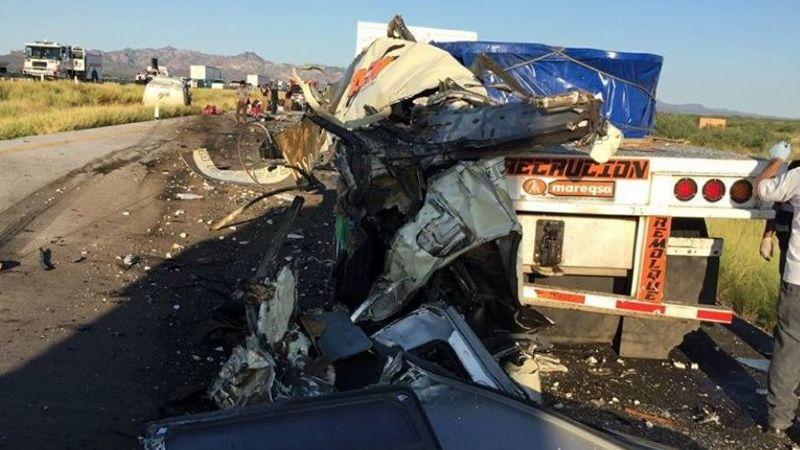 Tragedia en Sonora: Fuerte choque entre dos tráileres deja a chofer prensado y sin vida