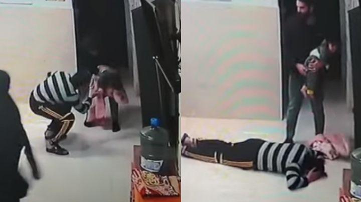 VIDEO: Padre se arrodilla ante un doctor; su hija se estaba asfixiando y él la salvó
