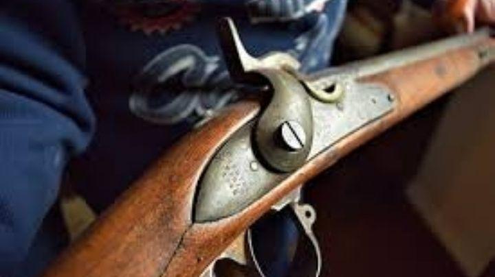 Discuten vecinos en Durango; uno de ellos fue por su escopeta y baleó a los otros
