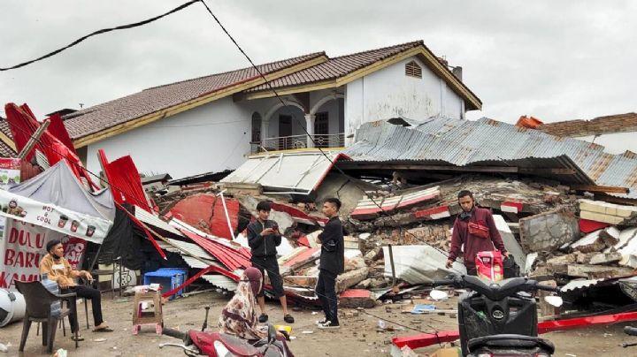 8 muertos y 23 heridos, el saldo del fuerte terremoto en Indonesia; hay 300 edificios dañados