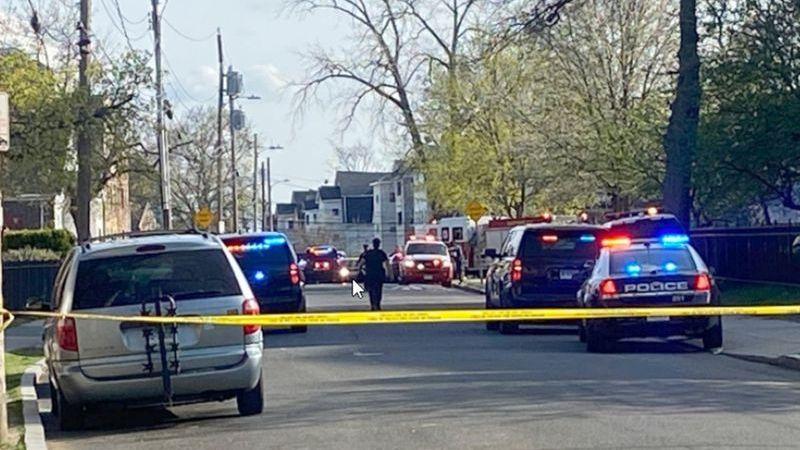 ¡Lamentable! Niño de 3 años muere en un tiroteo en Connecticut; viajaba con su  familia