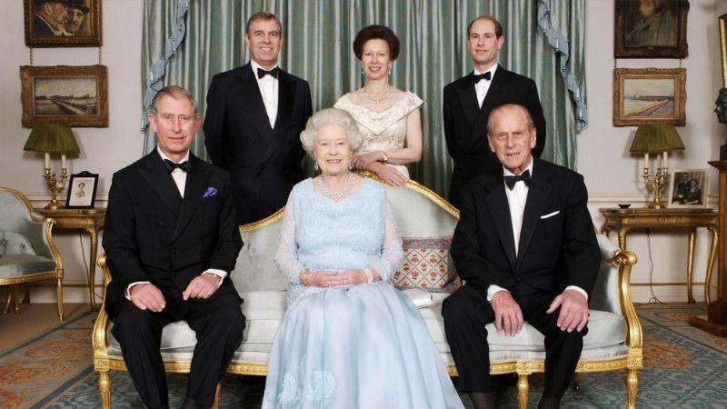 """""""Afligida"""": Andrés revela cómo se encuentra la Reina Isabel II ante la muerte del Príncipe Felipe"""