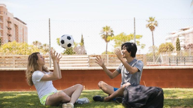 Conquista su alma futbolera con estos divertidos y originales piropos para hombres