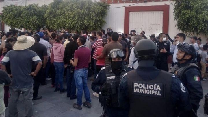 VIDEO: Por rechazar pavimentación en una calle, intentan linchar a alcalde de Guanajuato