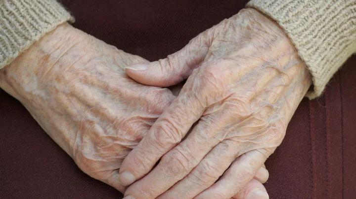 Macabro hallazgo: Anciana sobrevive al cáncer y la encuentran estrangulada; su esposo estaba colgado