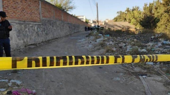 Terror en Jalisco: Tiran cadáver encobijado cerca de unas canchas de futbol en Tonalá