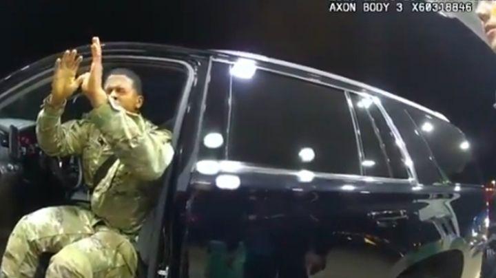VIDEO: Policía rocía gas pimienta a militar afroamericano en EU; acusan abuso policial