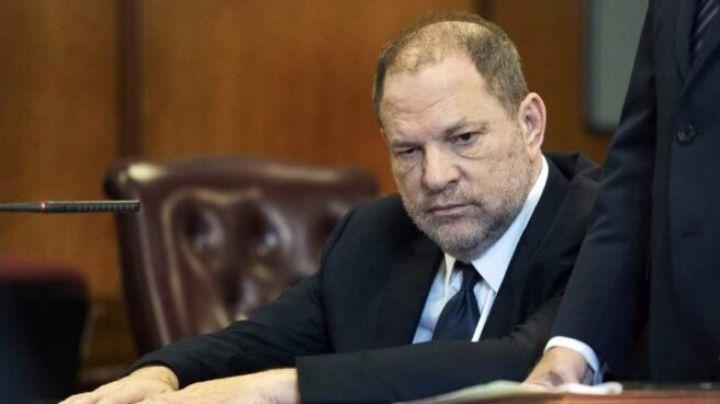 Le imputan 11 nuevos delitos al cineasta Harvey Weinstein; podría pasar 140 años en prisión
