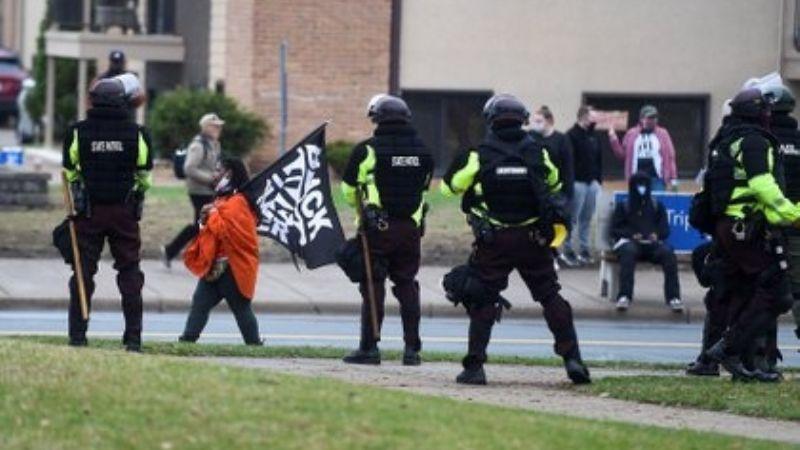 """""""Mierd... le he disparado"""": Policía que asesinó a afroamericano en EU dice haberse confundido"""