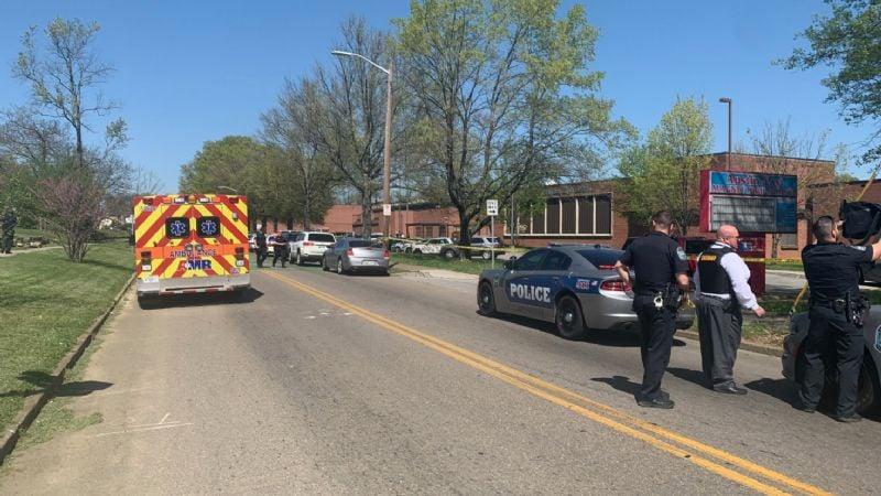 Pánico en EU: Tiroteo en escuela de Tennessee deja múltiples heridos, entre ellos un policía