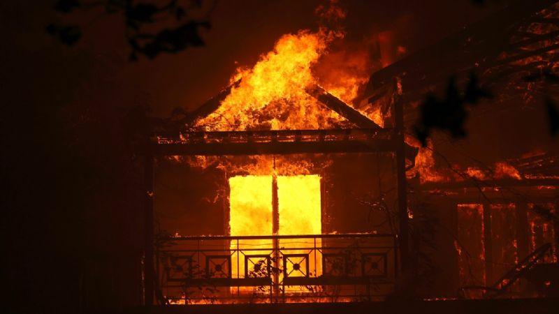 """""""Estábamos aburridas"""": Cuatro jóvenes incendiaron una vivienda para tomar fotos y videos"""