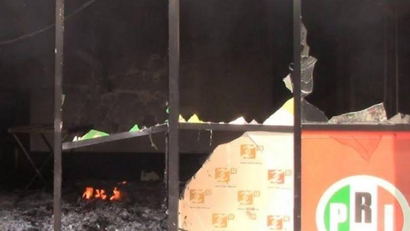 En llamas: Incendian oficinas del PRI en Chiapas; manifiestan repudio a candidatos