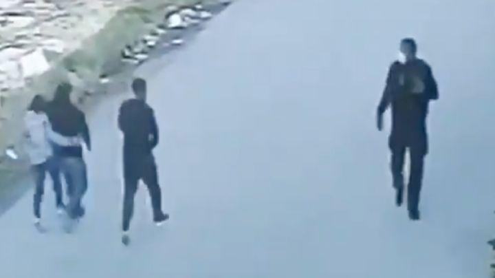 FUERTE VIDEO: Sicarios del Cártel del Noreste emboscan a policía por la espalda y lo matan
