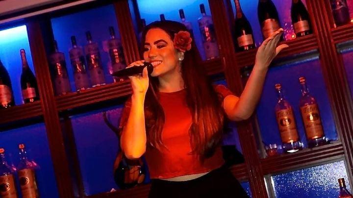 Karla Mitchelle, la cantante sonorense a quien el desempleo la llevó a alcanzar sus sueños