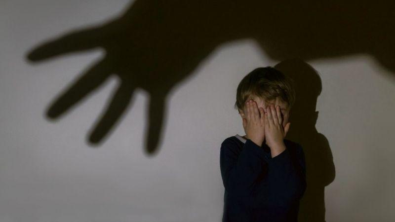Indignante: Asesina a su hijastro de 4 años a golpes por ''no saber tender su cama''