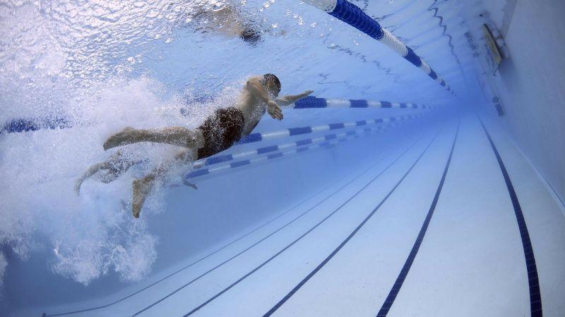 ¡Increíble! Descubren que las piscinas con agua clorada matan el Covid-19 en 30 segundos
