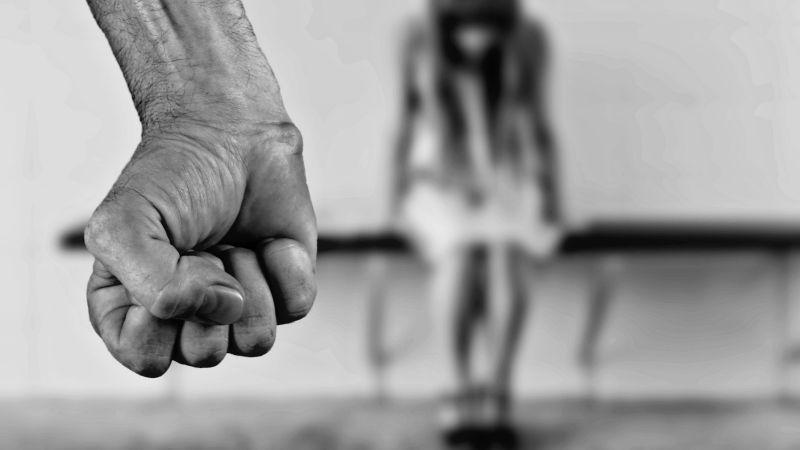 ¡De pesadilla! Un hombre ataca a su exnovia por un 'like' en su foto de Facebook