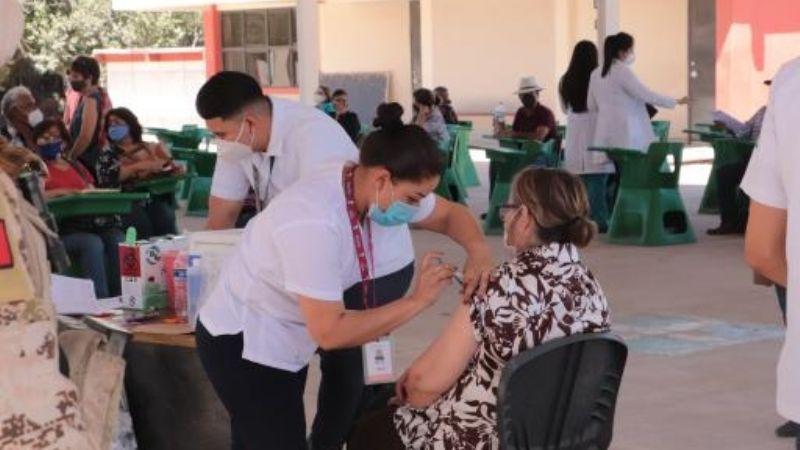 Ciudad Obregón: Vacunan a adultos mayores postrados en viviendas
