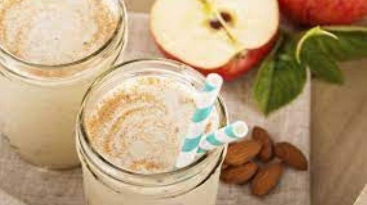 Comienza tu día con el pie derecho; aprende a hacer este licuado de manzana, plátano y avena