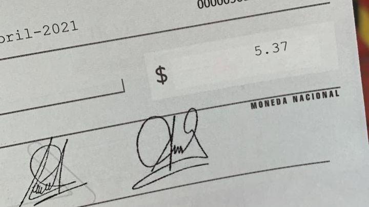 """""""Es una burla"""": Médico del Issste recibe cheque de 5.37 pesos; no es la primera vez"""