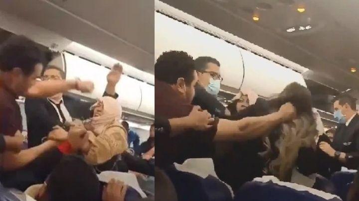 FOTOS: Agresivo pasajero le jala el cabello y da un puñetazo a mujer en pleno vuelo