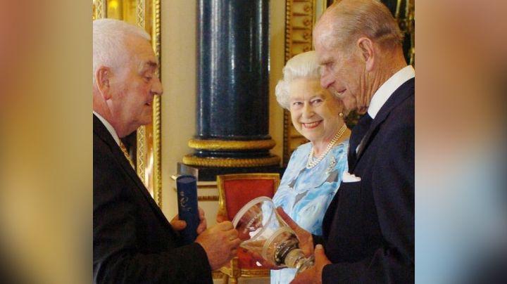 Con todos sus bisnietos: Reina Isabel II recuerda al Príncipe Felipe con inédita foto familiar