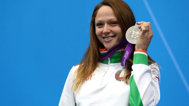 Tras vender su medalla en Internet, nadadora podría ir a la cárcel; quería apoyar a deportistas