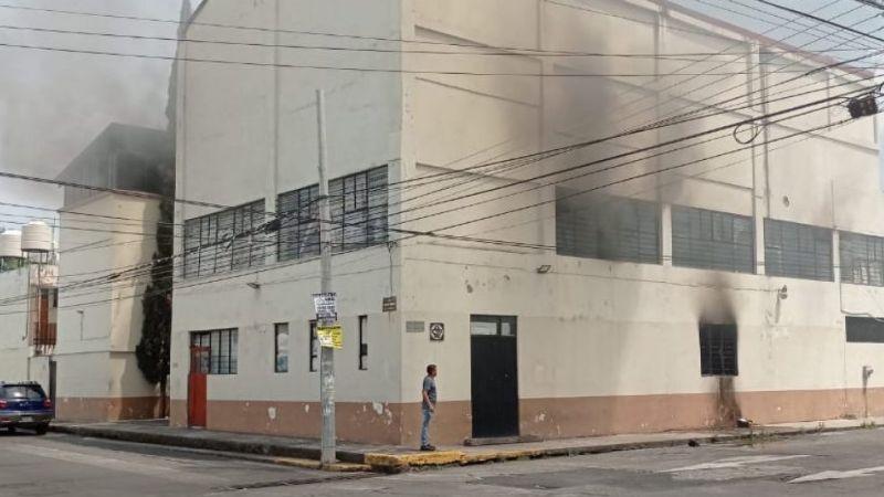 Golpean a profesores de la CNTE e incendian sus instalaciones en Michoacán