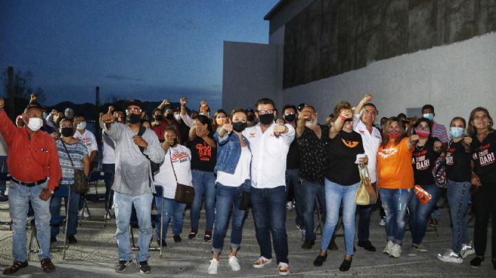 Ricardo Bours se compromete con pescadores de Guaymas a rescatar el puerto