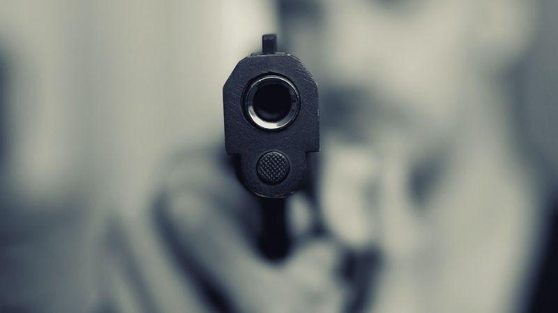 Pareja involucra pistola en juegos preliminares; la mujer murió por bala en el pecho