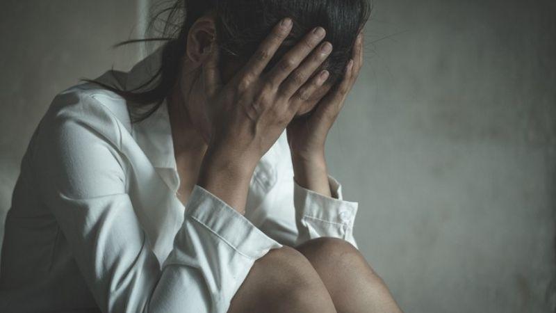 """""""Me obligaba a ver sus fotos íntimas"""": Mujer argentina denuncia acoso sexual de su psicóloga"""