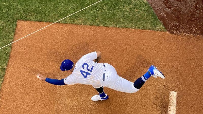 Se salva Urías; los Dodgers de Los Ángeles remontan y se impone ante los Rockies de Colorado