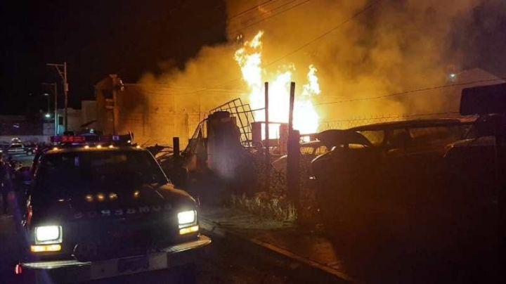 Se quema predio que almacenaba huachicol en Hidalgo; 3 mil litros detonaron el incendio