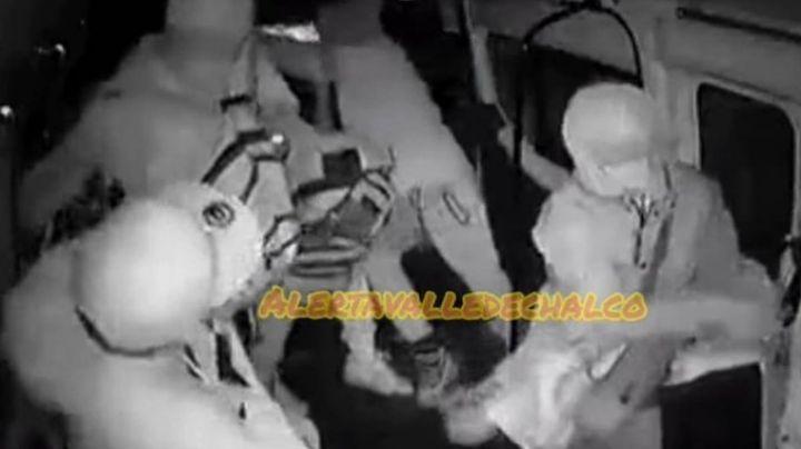 VIDEO: Confunde acción de chofer de combi ante un asalto; se sospecha complicidad