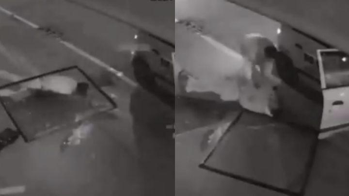 VIDEO: Ladrón se cae desde segundo piso; sus compañeros lo arrastraron inconsciente