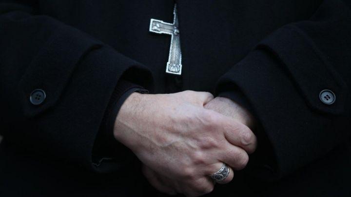 Detienen a pastor hispano en EU; se le imputan más de 50 cargos por abuso sexual infantil