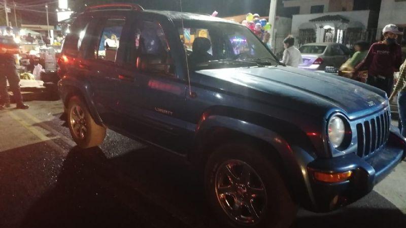 Hombre incendia con bomba molotov la camioneta de su hermana; su sobrina estaba dentro