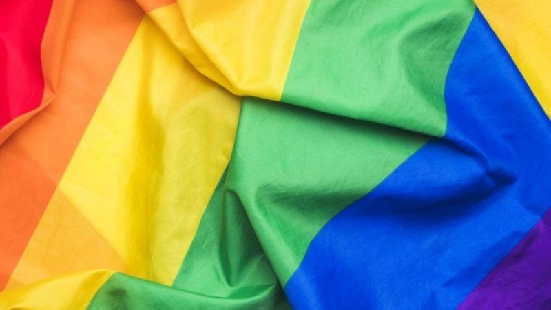 """Jefa homofóbica despide a empleado de farmacia: """"Nadie los quiere contratar"""""""