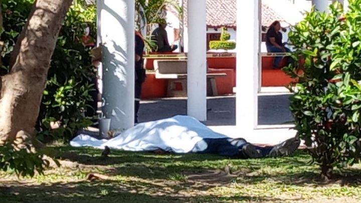 A plena luz del día: Localizan cadáver en plaza comercial de Puerto Vallarta
